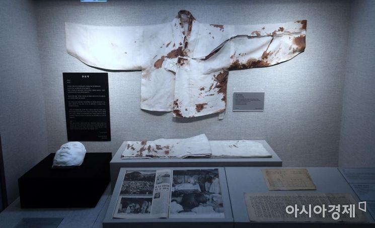 1949년 6월 26일 안두희의 저격을 받고 서거할 당시 백범이 입었던 옷의 혈흔.