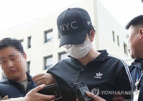 음주운전 중 윤창호(22)씨를 치어 숨지게 한 혐의로 박모(26)씨가 지난해 11월11일 구속 전 피의자 심문을 받으러 들어가는 모습/사진=연합뉴스