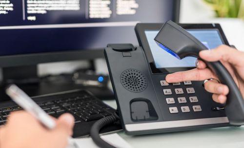 요즘 상담전화는 채팅상담도 되고, 수화상담도 됩니다. 112와 119는 알고 계시지요? 급하지 않으시면, 정부 통합콜센터 110 정도는 알고 계시면 필요할 때 잘 활용할 수 ㅇ닜습니다. [사진=아시아경제DB]