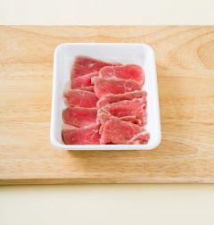 1. 쇠고기는 핏물을 제거하고 먹기 좋은 크기로 썬다. (tip 쇠고기는 불고기용으로 우둔이나 설도 등의 부위로 준비한다.)