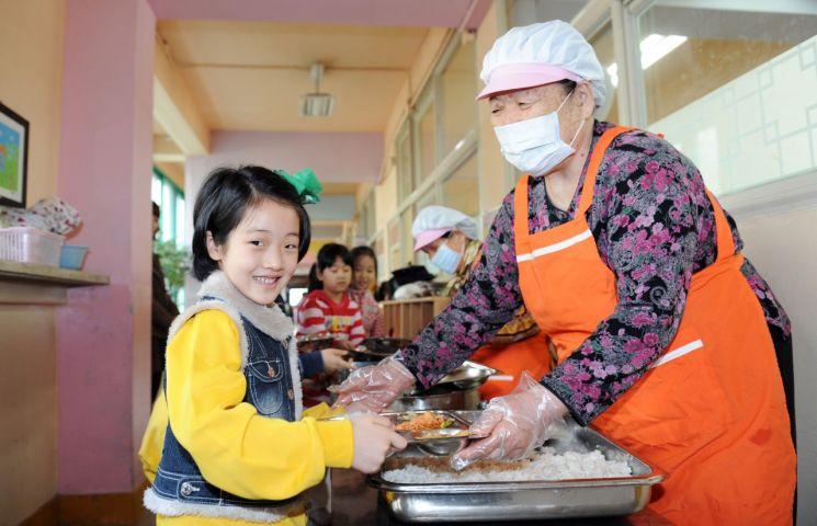 초등학교 급식 봉사