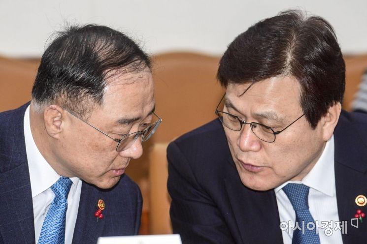 [포토] 의견 나누는 홍남기 부총리-최종구 금융위원장