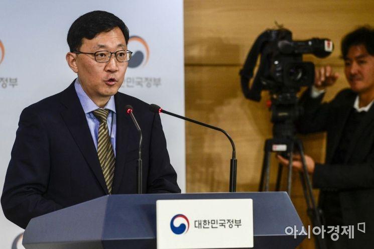 김정원 과학기술정보통신부 인터넷융합정책관이 17일 정부서울청사에서 규제샌드박스제도 시행 관련 브리핑을 하고 있다.