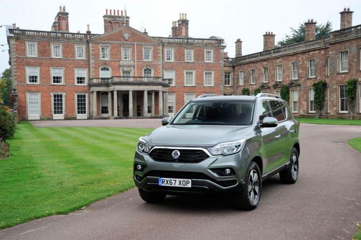 쌍용자동차 G4 렉스턴이 지난 11일 영국 사륜구동 자동차 전문지 포바이포(4×4)가 발표한 '2019 사륜구동 자동차 어워즈'에서 2년 연속 '최고 가치상'에 이름을 올렸다.(사진=쌍용차 제공)