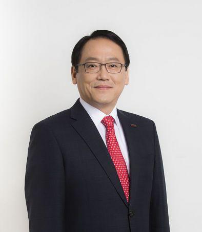 ▲한국화학공학회 제 50대 회장에 취임한 전해상 도레이첨단소재 사장.