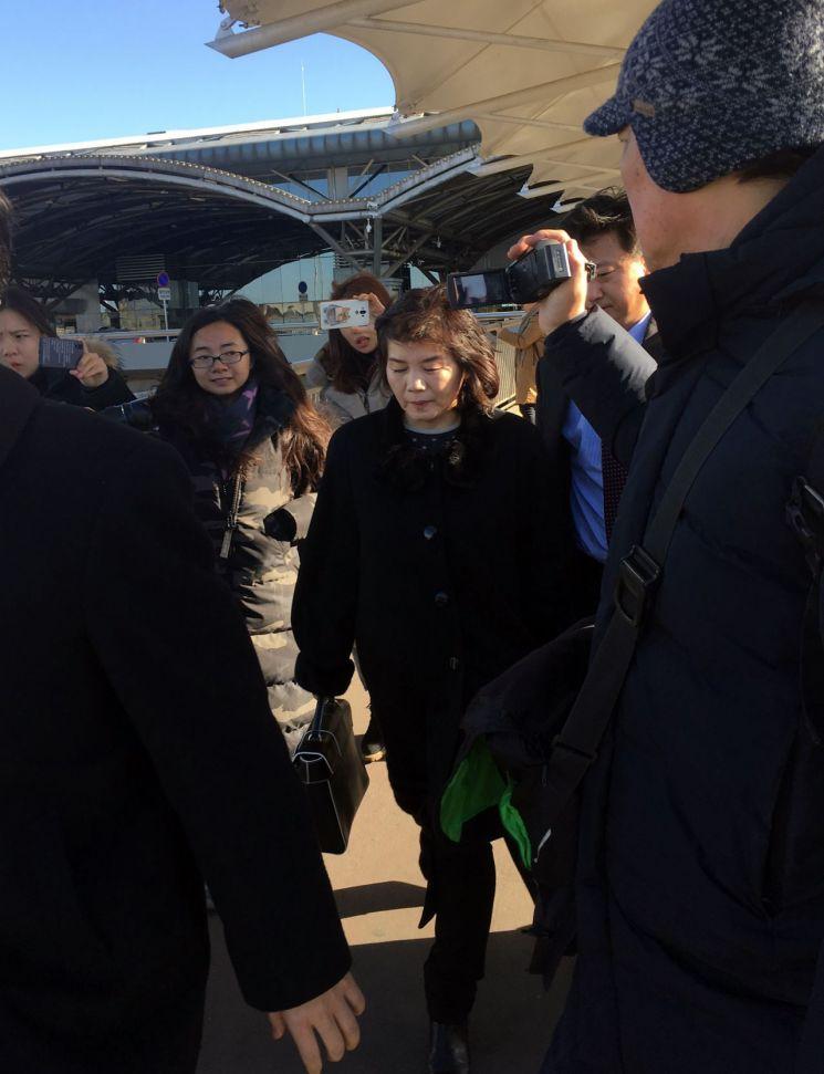 최선희 북한 외무성 부상(차관)이 스웨덴에서 열리는 국제회의에 참석하기 위해 15일 경유지인 중국 베이징에 도착했다. [이미지출처=연합뉴스]
