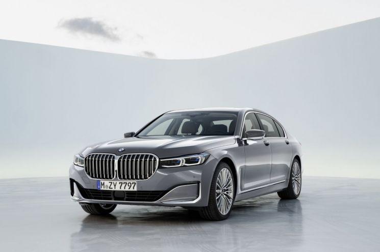 [新車 시동 거는 수입차]BMW 7시리즈, 확 바뀐 전면 디자인으로 존재감 압도