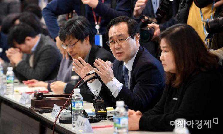 류장수 최저임금위원회 위원장(오른쪽 두 번째)./김현민 기자 kimhyun81@