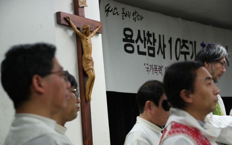 20일 오후 서울 중구 명동 가톨릭회관에서 용산 참사 10주기 추모 미사가 열리고 있다. 2019.1.20 [이미지출처=연합뉴스]