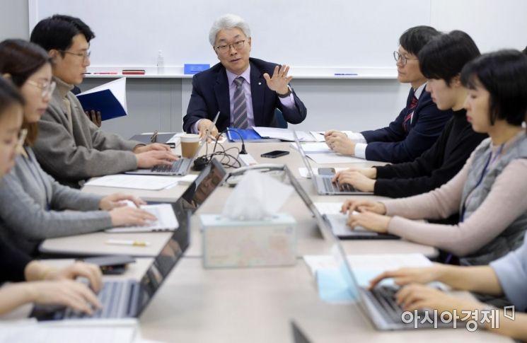 [포토]답변하는 박양수 한국은행 경제통계국장