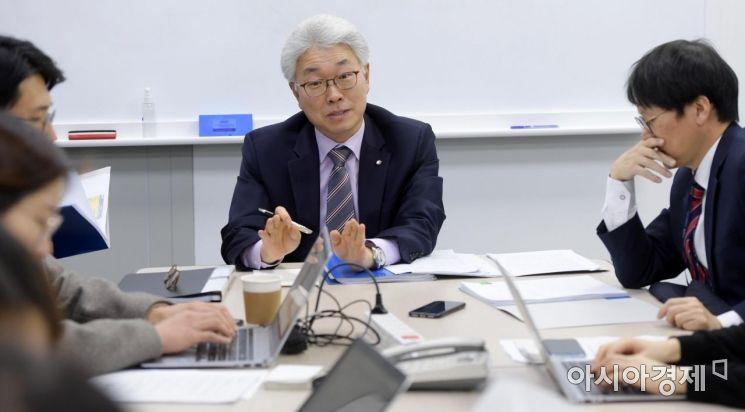 [포토]질문에 답변하는 박양수 한국은행 경제통계국장
