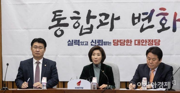 나경원 자유한국당 원내대표가 22일 국회에서 열린 원내대책회의에서 모두 발언을 하고 있다./윤동주 기자 doso7@