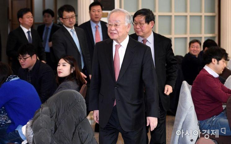 [포토] 신년 기자간담회 참석하는 손경식 회장