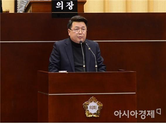 김영선 광주 서구의회 의원이 제269회 임시회 2차 본회의에서  5분 발언을 하고 있다.