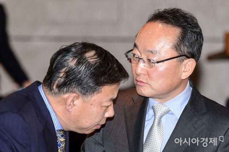 [포토]대화하는 황석태 환경부 기후변화정책관-궈징 중국 국제환경협력사 사장