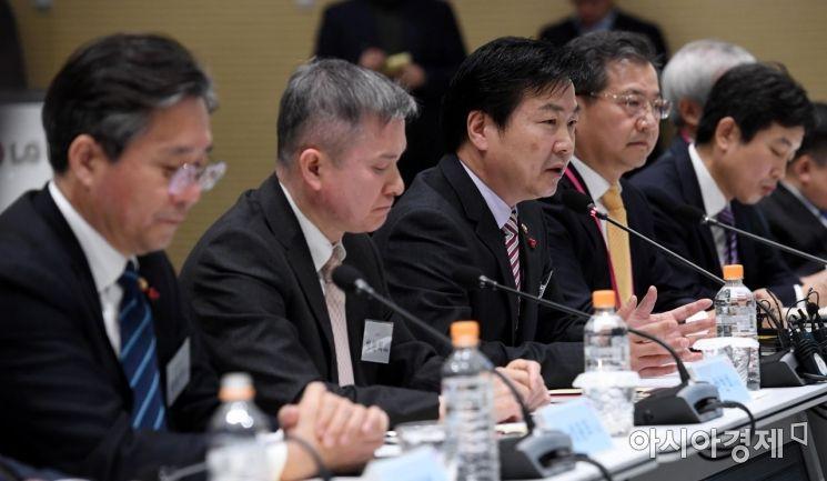 [포토] 발언하는 홍종학 중기부 장관