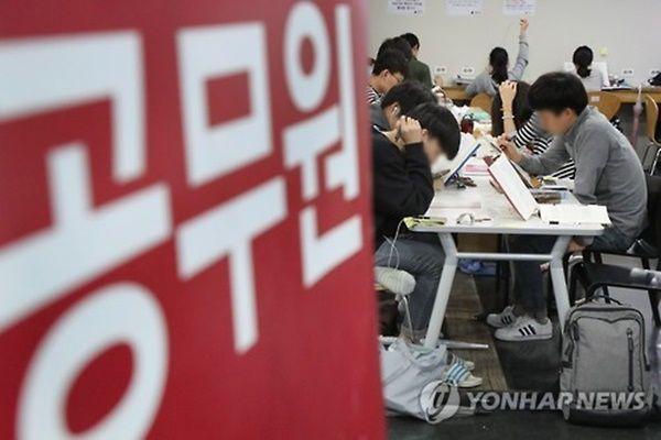 '38년 관행' 명퇴공무원 특별승진제 손본다…징계자 제외
