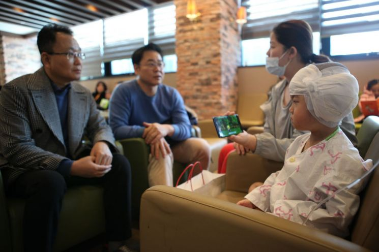 영산조용기자선재단, 청각장애 아동에게 인공와우수술비 지원