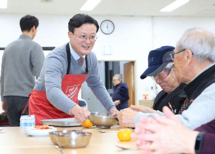 채현일 영등포구청장 배식봉사 사진