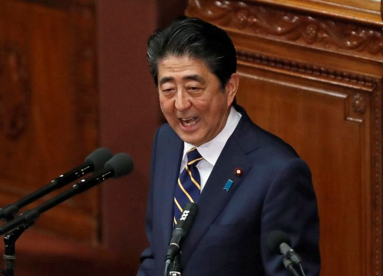 아베 신조 일본 총리가 28일 의회에서 시정연설을 하고 있다. [이미지출처=로이터연합뉴스]