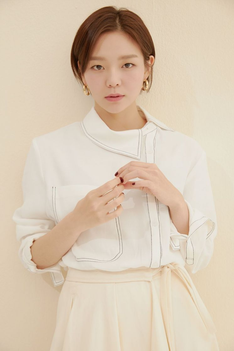 유니클로, 여성 이너웨어 모델로 배우 이솜 선정