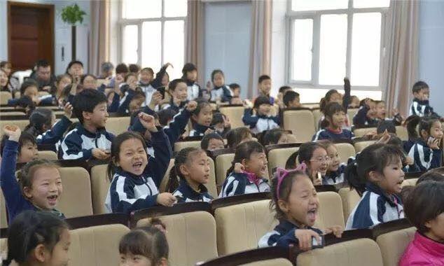 초등학교 1학년의 즐거운 기말고사 시간.