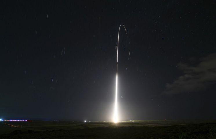 미군이 지난해 12월 10일(현지시간) 지상 이지스 미사일 방어 시스템을 시험 발사하고 있다(사진=AP연합뉴스).