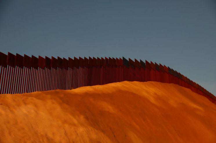 멕시코 국경 장벽. 자료 사진. 출처=로이터 연합뉴스