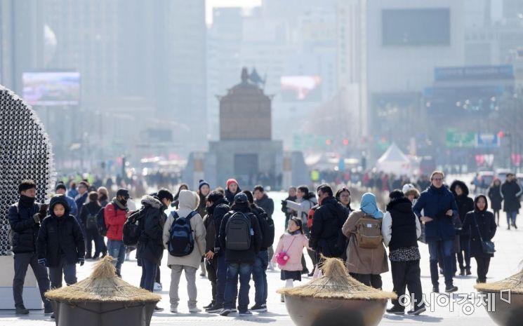 [포토]관광객들로 붐비는 광화문광장