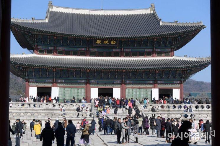 설 명절 연휴인 지난 4일 경복궁을 찾은 시민들