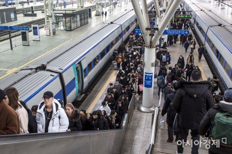 [포토] 귀경객들로 북적이는 서울역