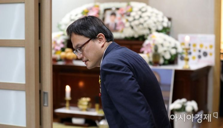 [포토] 고 김용균 씨 빈소 찾은 박주민 의원