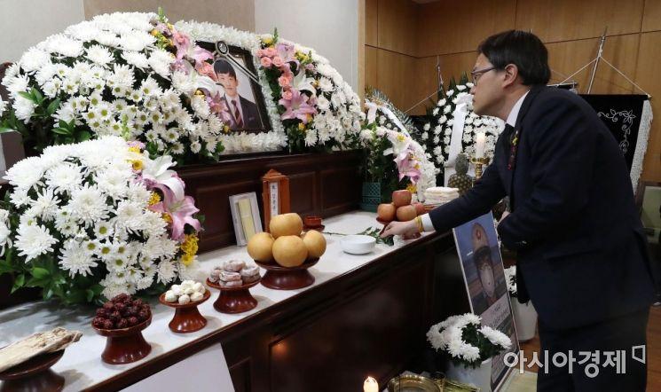 [포토] 헌화하는 박주민 의원