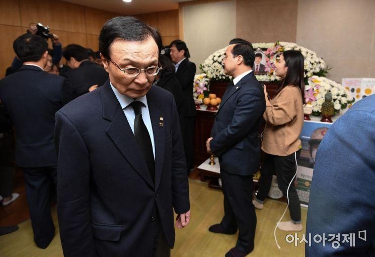 [포토] 고 김용균 씨 빈소 조문하는 이해찬 대표