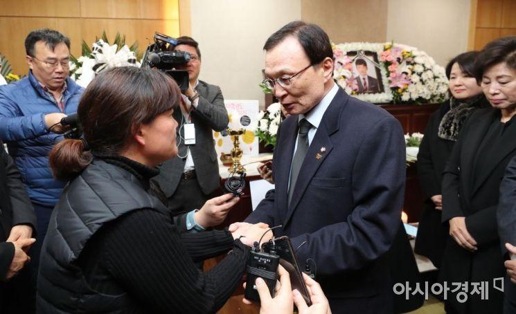 [포토] 김용균 어머니 위로하는 이해찬 대표