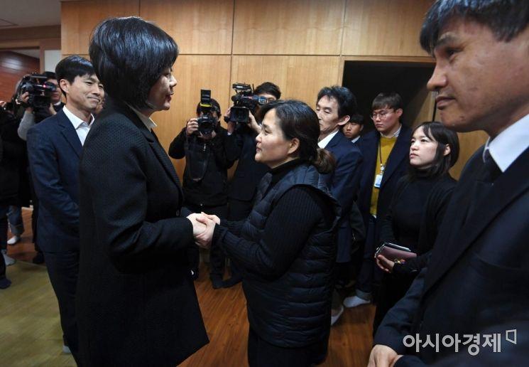 [포토] 고 김용균 빈소 조문하는 이정미 대표