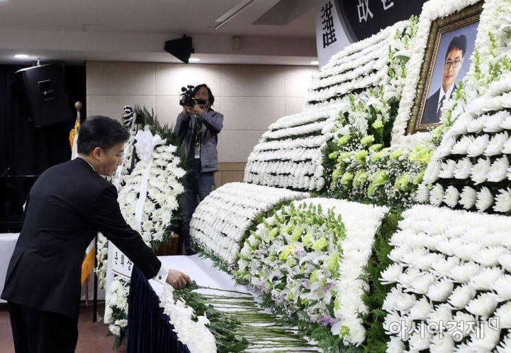 [포토] 헌화하는 이국종 센터장