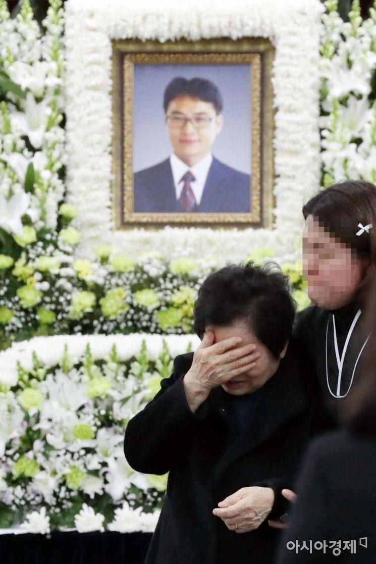 [포토] 슬픔에 잠긴 유족