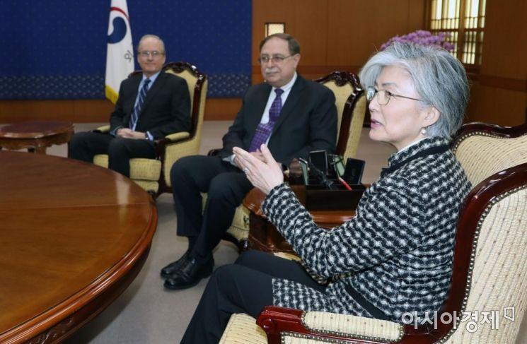 [포토]발언하는 강경화 외교부 장관