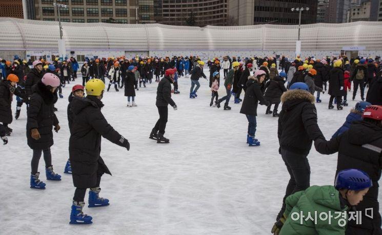 [포토]한파에 북적이는 스케이트장