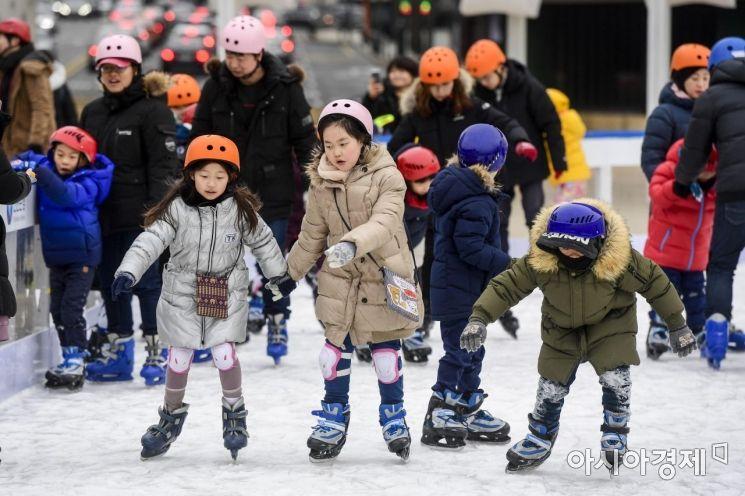 [포토]폐장 앞둔 서울광장 스케이트장