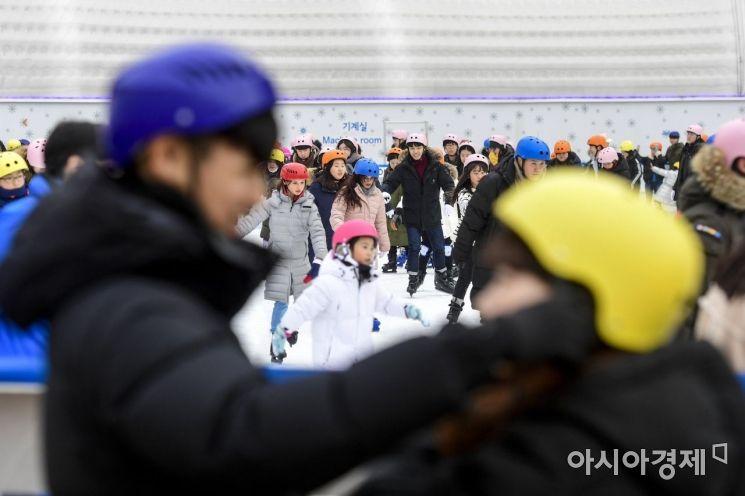 [포토]서울광장 스케이트장 오늘이 마지막
