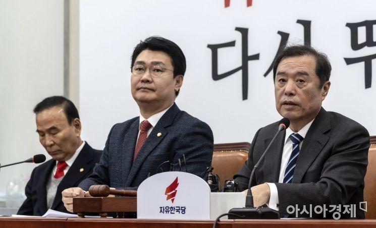 [포토] 발언하는 김병준 비대위원장