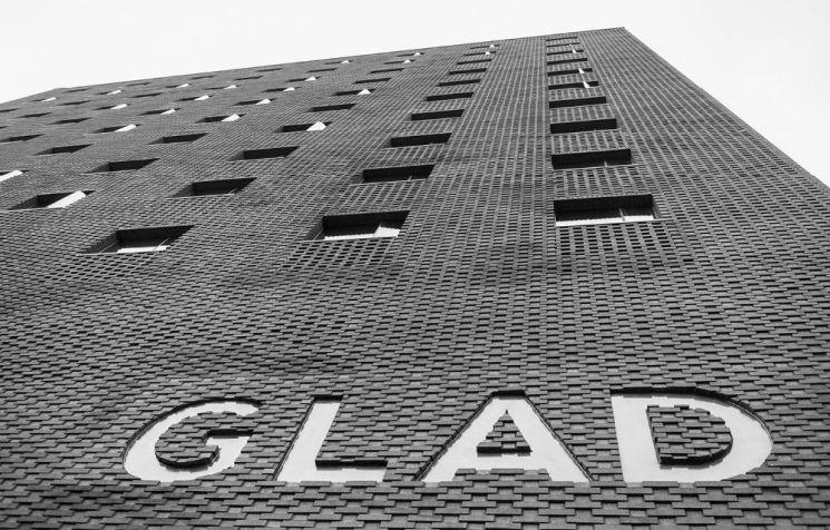 글래드 호텔을 운영하는 대림그룹의 계열사 오라관광이 글래드 호텔앤리조트로 사명을 변경했다.