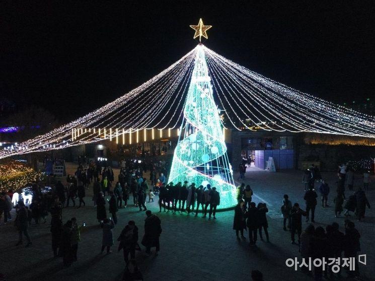 순천만 국가정원 '겨울 별빛 축제' 폐막