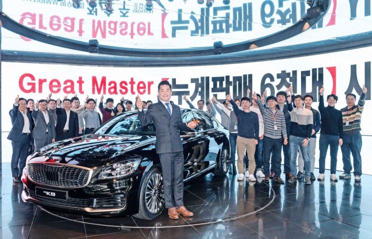"""""""혼자 6000대 이상 팔았어요"""" 기아차 '판매왕' 주인공은"""