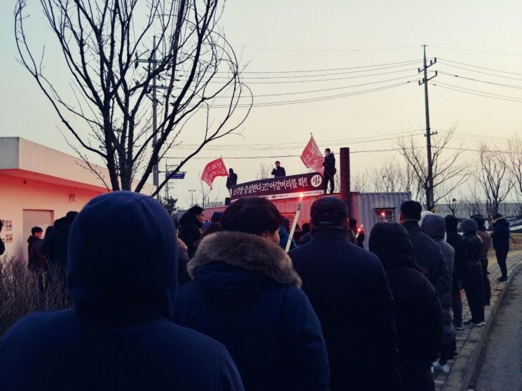 인천 서구 청라주민들이 광역폐기물소각장 폐쇄를 요구하며 집회를 열고 있다. [사진=청라총연]