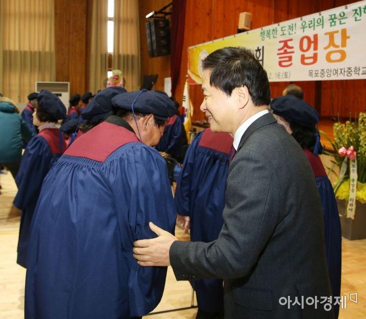 방송통신중 제1회 졸업식 거행…졸업생 93명 배출
