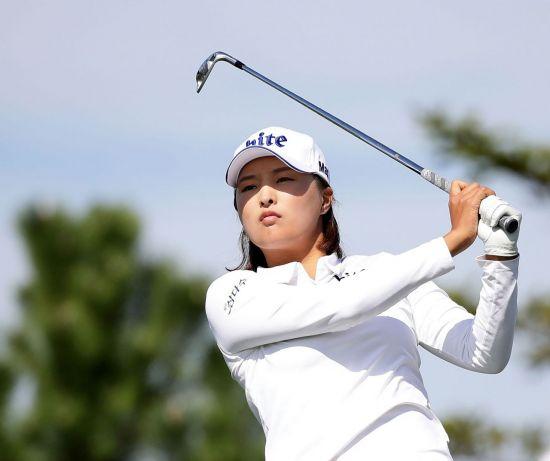 고진영이 호주여자오픈 최종일 8언더파를 몰아쳐 2위에 올랐다.