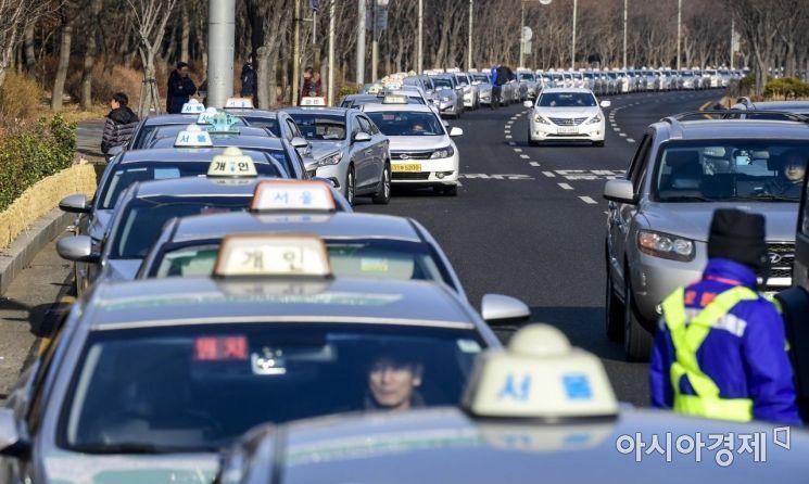 [포토]요금조정 기다리는 택시